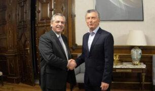 Macri y Fernández se reúnen para abordar transición tras elecciones