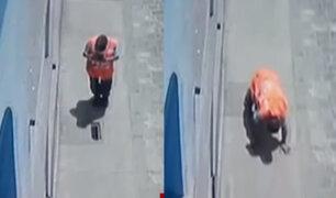 Callao: hombre cae a buzón por estar distraído con su celular