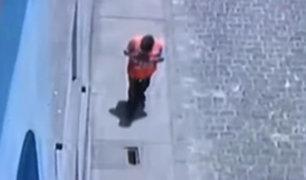 Callao: transeúnte queda con pie atrapado por tapa de buzón rota