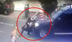 Miraflores: vehículo circula contra el tráfico y atropella a persona