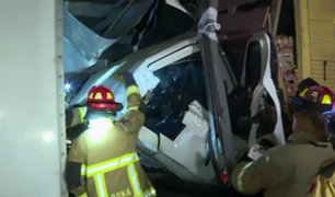 Rímac: conductor de tráiler queda atrapado tras aparatoso choque
