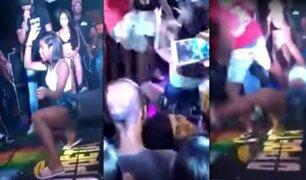 Hombre patea brutalmente a su pareja por bailar 'twerking' en público