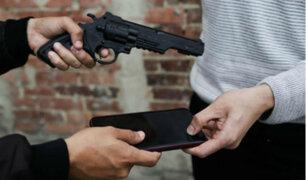 Trujillo: cámaras de seguridad captan robo de celular a joven