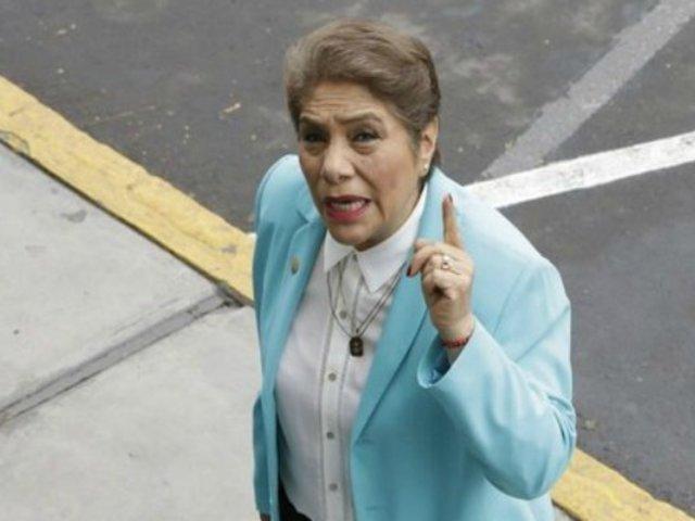 Luz Salgado denuncia haber sido agredida verbalmente durante su ingreso al Congreso