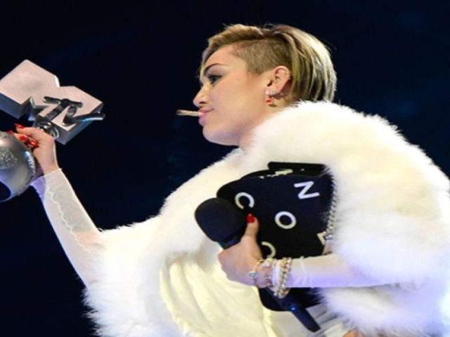 Miley Cyrus lanzó primera cafetería para fumar marihuana