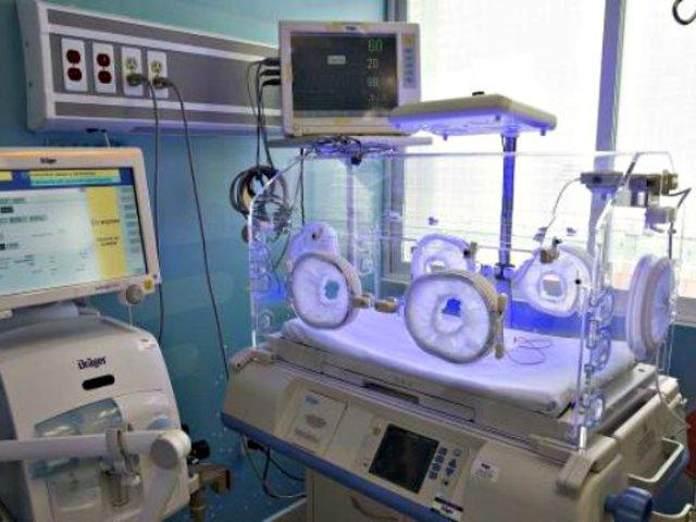 Acusan a médicos de asesinato por enviar a la morgue a bebé que aún tenía signos de vida