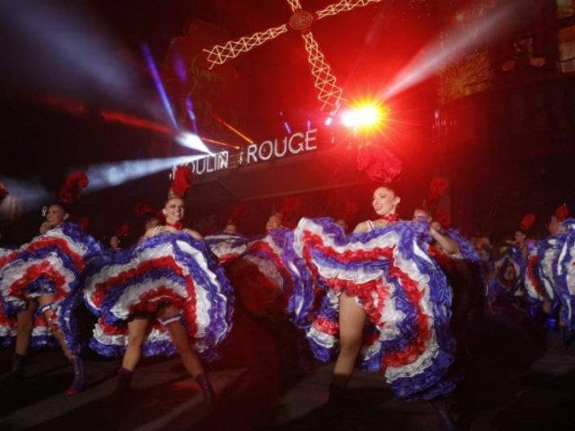 Francia: Moulin Rouge festeja sus 130 años con un espectáculo de cancán