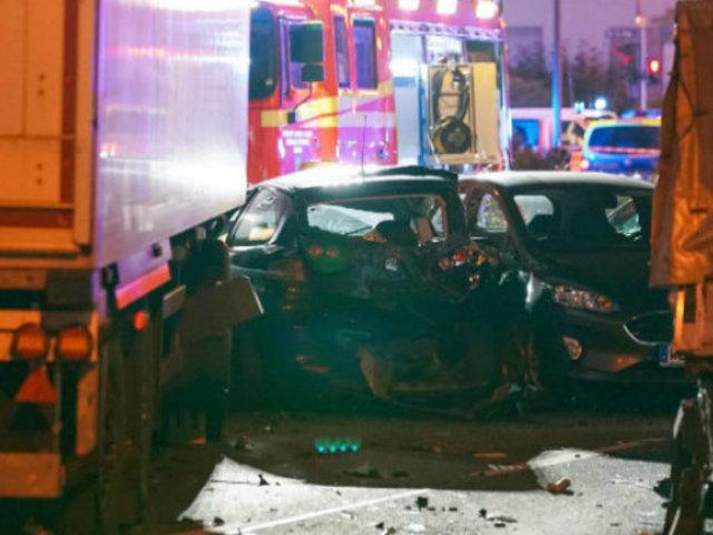 Alemania: 17 heridos dejó hombre que robó camión e embistió a varias unidades