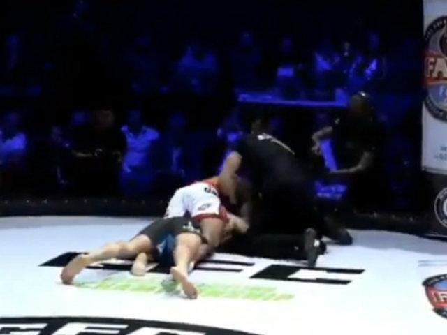 Luchador deja inconsciente a su rival y se niega a soltarlo