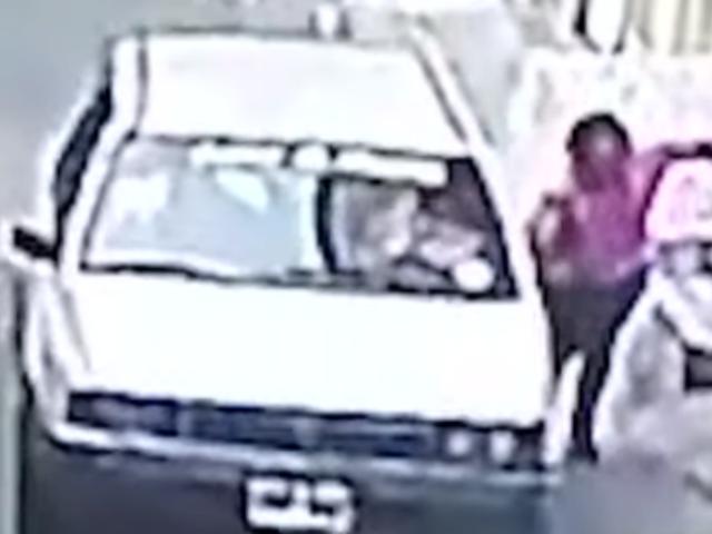 Independencia: ladrones en auto arrastran a anciana para robarle