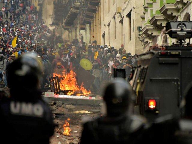 Ecuador: indígenas secuestraron a seis policías y 27 periodistas en la Casa de la Cultura