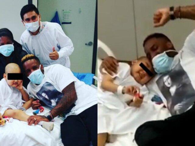 Jefferson Farfán sorprende a niño que lucha contra la leucemia