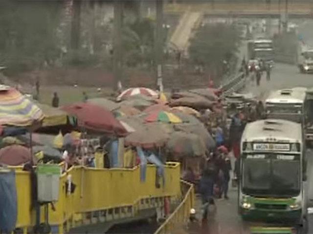 Pro-Los Olivos: ambulantes invaden calles, paraderos y puentes