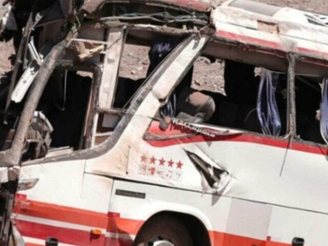 Argentina: al menos tres muertos y 35 heridos al volcarse un autobús
