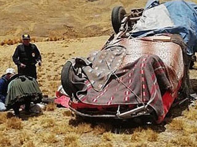 Cusco: conductor se olvida de poner freno de mano y camioneta cae por abismo