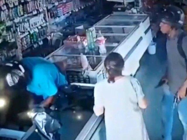 Delincuente besa a anciana durante un asalto y rechaza robarle su dinero