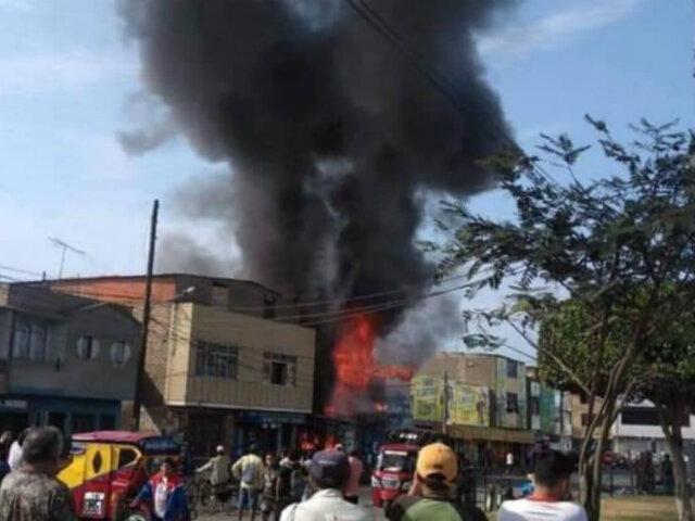 """Chimbote: incendio consume varios puestos en mercado """"La cachina"""""""