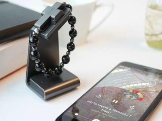 El Vaticano lanza un rosario inteligente que se conecta con el celular