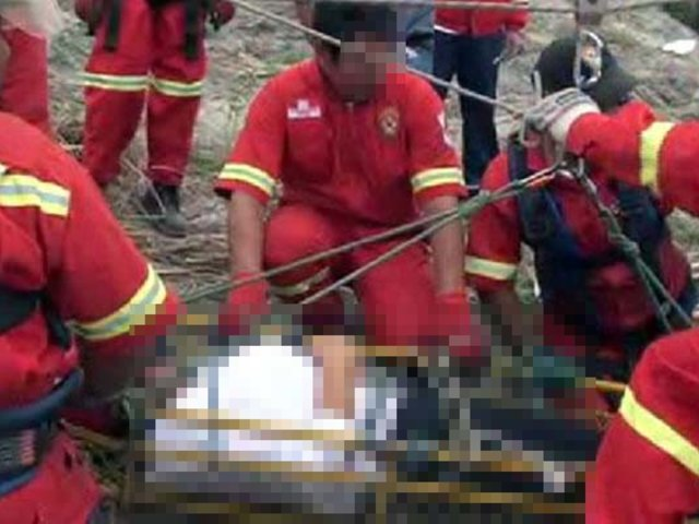 VIDEO: miniván con escolares cae a un abismo en Huarochirí
