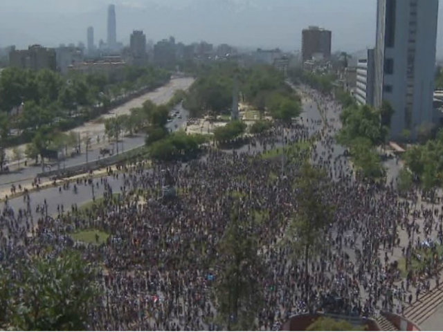 Chile: cientos de manifestantes se concentran en Plaza Italia de Santiago