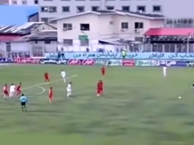 ¡GOLAZO! Willyan Mimbela anotó un zurdazo de tiro libre en liga de Irán