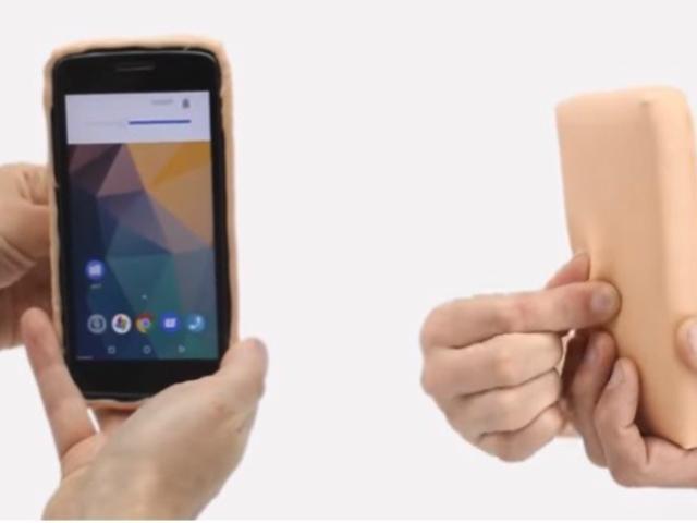 Insólito: crean carcasa para celular con piel humana artificial