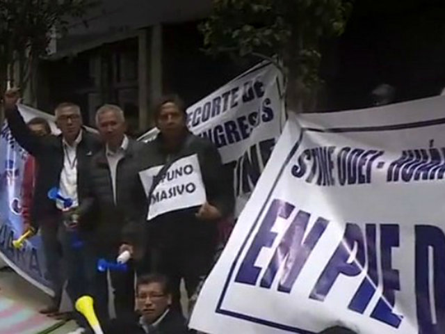 Trabajadores del INEI realizan huelga en demanda de mejoras salariales