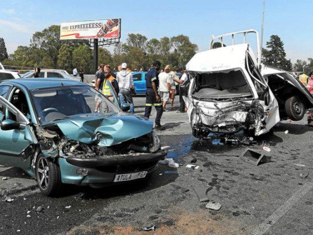 Sudáfrica: un fallecido dejó violento impacto vehicular en intersección vial