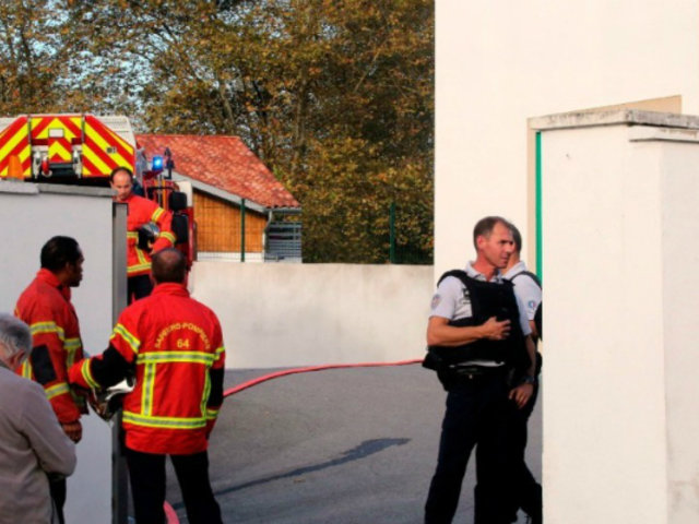 Francia: dos heridos deja tiroteo en los exteriores de mezquita