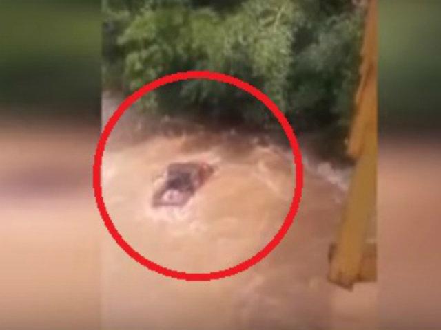 San Martín: camioneta fue arrastrada por caudaloso río