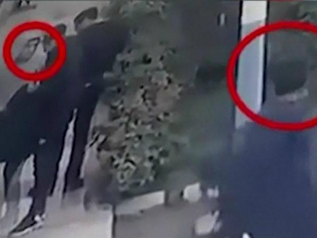 La Perla: delincuentes armados son captados asaltando a transeúntes