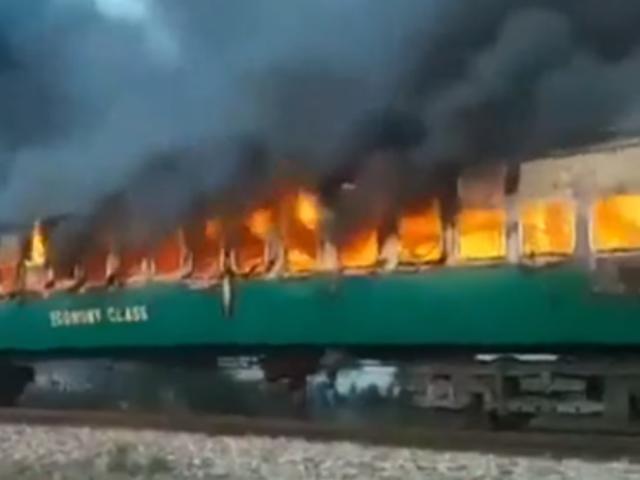 Pakistán: explosión en tren deja al menos 73 muertos