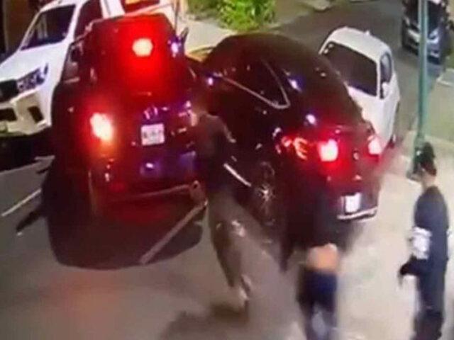 Impactantes imágenes: conductor atropella a ladrones y frustra asalto