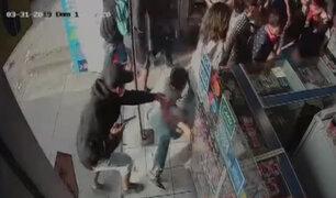 SJL: asaltan farmacia en menos de dos minutos y se llevan siete mil soles