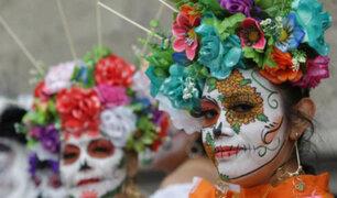 México: más de 2 millones de personas presenciaron desfile por el día de los muertos