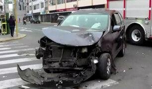 Santa Beatriz: conductor se da la fuga tras aparatoso choque con auto