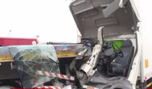 Cinco camiones chocan en Panamericana Sur