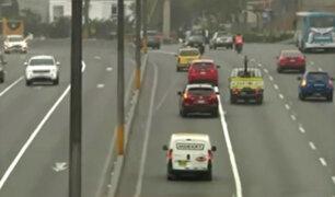Pico y placa: autos particulares no respetan carril para camiones en Panamericana Sur