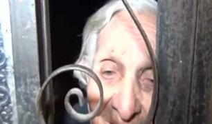 Conmoción: rescatan a anciana encerrada por sus hijos en vivienda de Ate