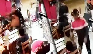 Los Olivos: delincuentes armados asaltan restaurante en menos de un minuto