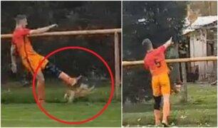 Futbolista asesina de una patada a gallina en pleno partido