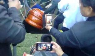 Junín: ataúd de alcalde de Tarma se cae en pleno entierro
