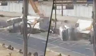Comas: pasajeros de cúster volcada tras impactar con camión fueron dados de alta