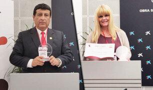 Coronel PNP Juan Silva Bocanegra y Kimberly Holmes reciben reconocimiento internacional