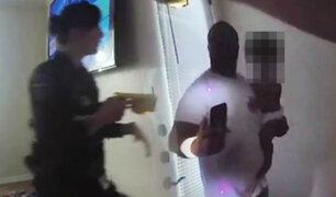 EEUU: policía usa arma eléctrica contra hombre que tenía bebé en brazos