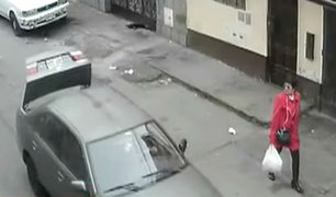 Nueva modalidad: asaltan a mujer con maletera abierta para ocultar su placa