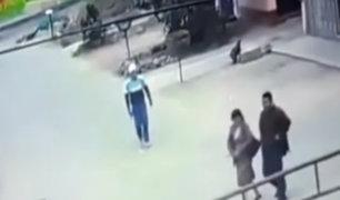 Los Olivos: delincuente armado asalta a Testigos de Jehová a plena luz del día
