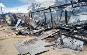 VRAEM: incendio arrasó con más de 10 viviendas en distrito ayacuchano de Llochegua