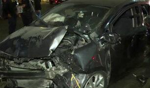 Puente Caquetá: auto impacta contra bus del Corredor Azul y deja dos heridos