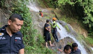 Turista francés muere al tomarse selfie desde cascada en Tailandia